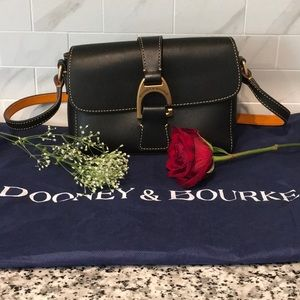 This mint condition Dooney bag is a perfect